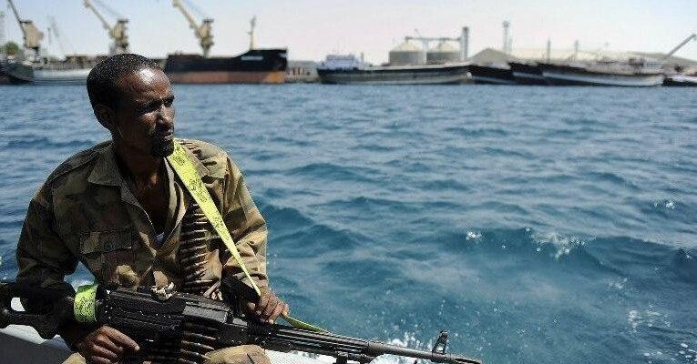 Пираты напали на судно у берегов Африки: семь украинцев в плену