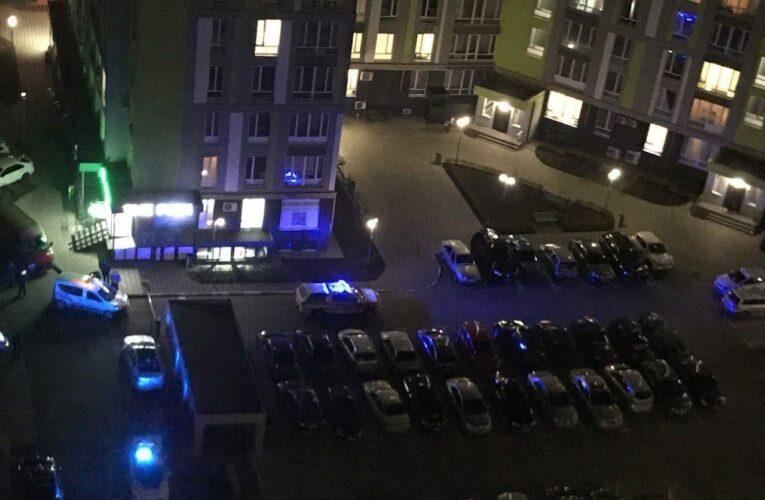 Ранкова стрілянина в Києві: патрульний отримав 3 вогнепальні поранення