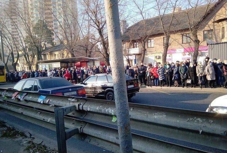У Києві транспортний колапс через закриття  метро