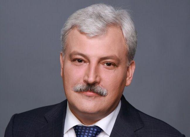"""Вячеслав Непоп: """"Продовжуємо облаштовувати прибудинкові території"""""""