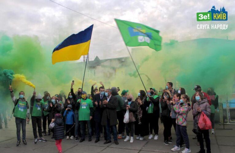 Слуги народу провели масштабний флеш-моб на Борщагівці: громада за фонтан на «Колібрісі»