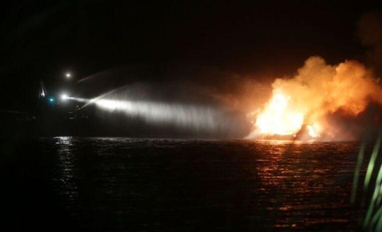 У Києві на Дніпрі горіла 20-метрова яхта