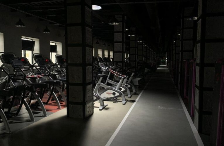 «Карантинні рейди»: у Києві закрили десятки салонів краси, спортзалів і Епіцентр