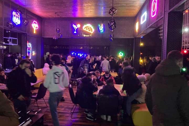 Попри карантин у нічному клубі в Києві розважалися пів тисячі осіб