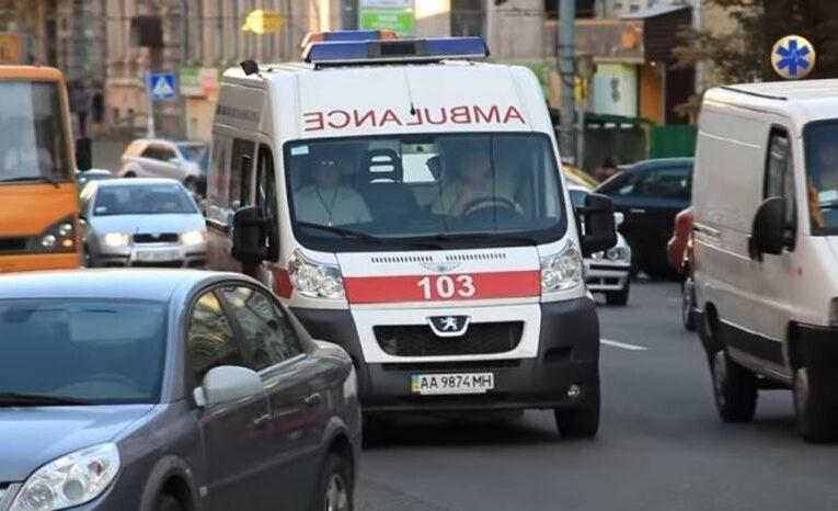 У Києві п'яний чоловік побив медиків, яких сам викликав