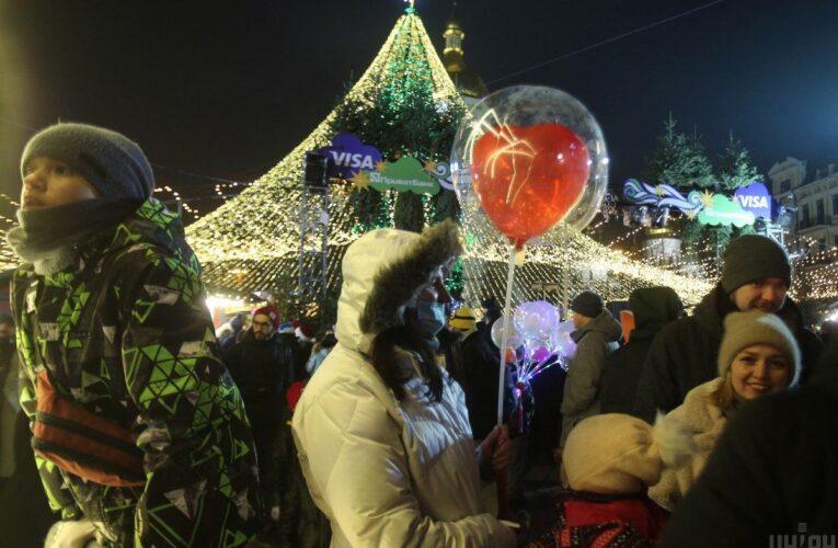 У Києві хочуть закривати новорічні локації через скупчення людей без масок та дистанції